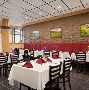 Travelodge By Wyndham Whitecourt Conference Centre & Suites photos Exterior