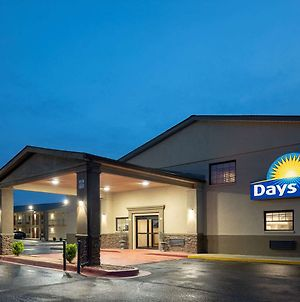 Days Inn & Suites By Wyndham Athens Alabama photos Exterior