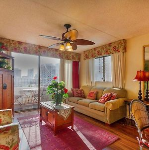 Heart Of Waikiki, Free Assigned Prkg , Wifi, Unlimited Calls,,Crnr 1 Bd Not A Studio ! photos Room