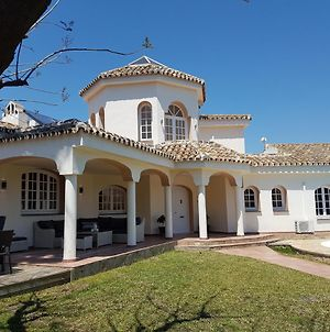 Super Villa With Private Pool And Good Location photos Exterior
