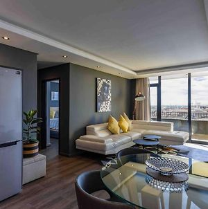 Brand New Penthouse With Waterfront Views photos Exterior