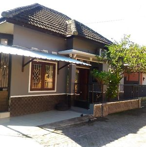 Herry Home Stay_Jogja photos Exterior