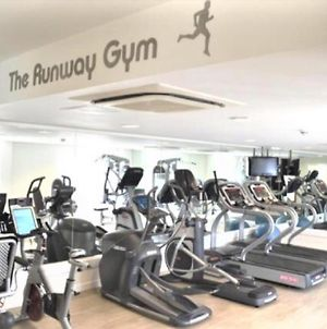 Heathrow Airport,2 Bed Serviced Apartment ,Free Parking+Gym photos Exterior