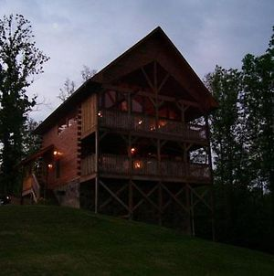Bear Necessities Cabin In Starrcrest Resort photos Exterior