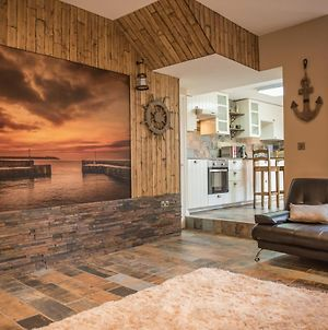 Deluxe Rustic Charlestown Themed Apartment photos Exterior