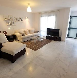 Spacious 3 Bedrooms Apartment Within Walking Distance To The Beach photos Exterior
