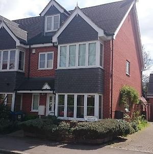 4 Bedroom Family Home Surbiton Greater London. photos Exterior