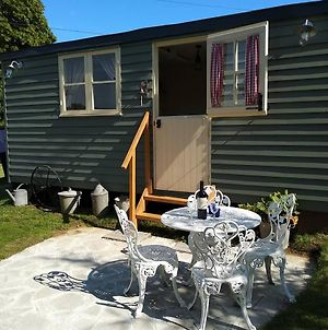 The English Shepherds Hut @ Les Aulnaies photos Exterior