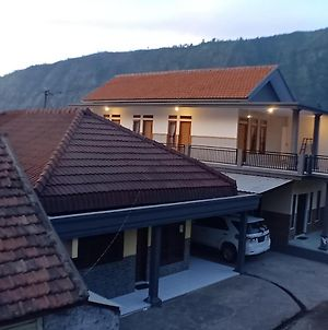 Holiday Home Anggun Bromo photos Exterior