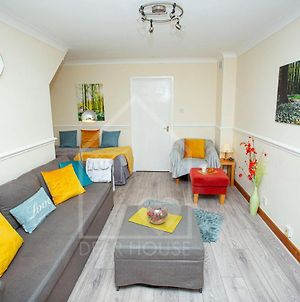 A+ Corby House For Corby, Kettering. Comfy Beds, Easy Parking, Fast Internet photos Exterior