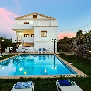 Villa Eleutheria-Beach, Pool & Jacuzzi! photos Exterior