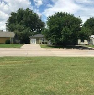 4 Bed Cowboy Home1 Mi Fort Sill photos Exterior