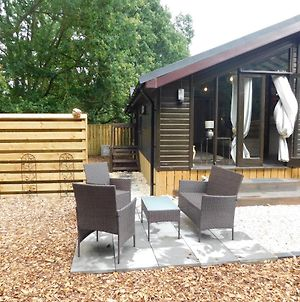 Squirrel Lodge At Owlet Hideaway - With Hot Tub, Near York photos Exterior