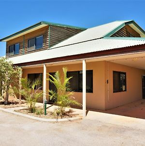 Ningaloo Breeze Villa 3 - 3 Bedroom Fully Self-Contained Holiday Accommodation photos Exterior