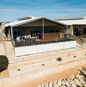 19 Corella Court - Spacious Deck With Swim Spa photos Exterior