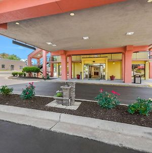 Quality Inn Fredericksburg-Central Park Area photos Exterior