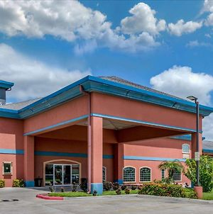 Quality Inn & Suites At The Outlets Mercedes/Weslaco photos Exterior