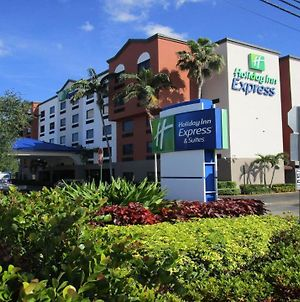 Holiday Inn Express And Suites Fort Lauderdale Airport West photos Exterior