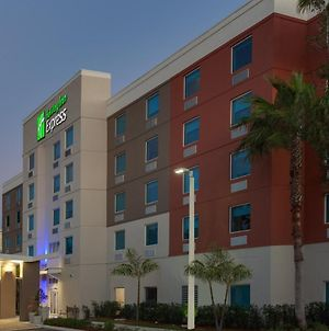 Holiday Inn Express Hotel & Suites Fort Lauderdale Airport/Cruise Port photos Exterior