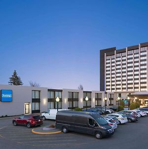Travelodge By Wyndham Hotel & Convention Centre Quebec City photos Exterior