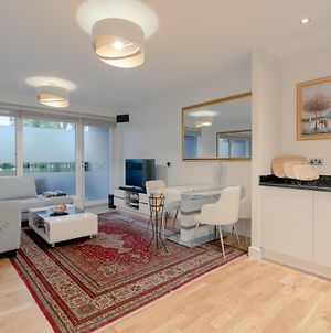 Stunning 2-Bedroom With Canary Wharf Skyline View! photos Exterior