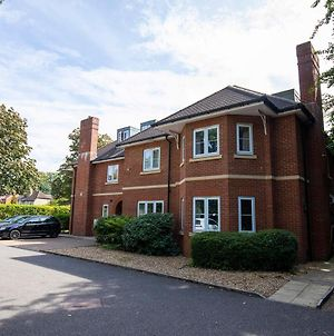 Flexi Lets@Old Rectory Court Frimley photos Exterior