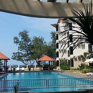 Samsuria Beach Resort & Residence photos Exterior