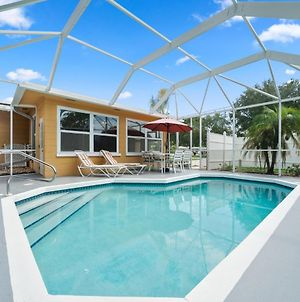 Aurora Seabreeze Fenced Yard 3 Bedroom Heated Pool Wi Fi Sleeps 10 photos Exterior
