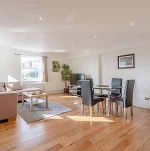 Comfortable 2 Bedroom Apartment By Earls Court photos Exterior