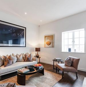 Stunning 3 Bed Apartment With Parquet Wooden Flooring In Baker Street. photos Exterior