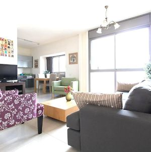 Charming Central Two Bedroom Apartment- Trumpeldor St. photos Exterior