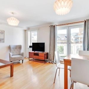 Lovely 2Bed, 2 Bath Flat W/Balcony 1 Minute To Jubilee Line photos Exterior