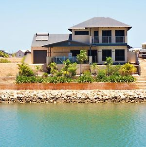 27 Corella Court - Exquisite Marina Home With A Pool And Wi-Fi photos Exterior