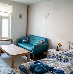 Outstanding Apartment With Free Parking photos Exterior