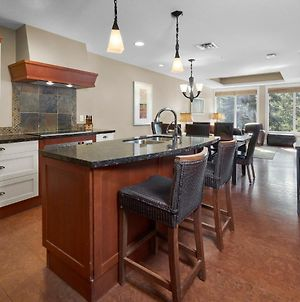 Star Suite -Luxurious Condo With 3 Fireplaces, And Open Pool! photos Exterior