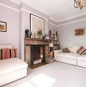 Elegant 3 Bedroom Home In North London photos Exterior