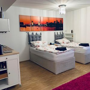 Private, Dog-Friendly Room- Easy Access To City Centre And Trade Fair- Free Parking photos Exterior