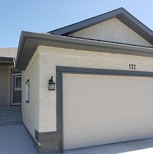 Bedroom In Basement*A*Close To St Vital Mall,Nofrils,Shoppers Drug Mart,Sobeys photos Exterior