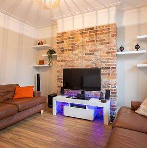 Superb 1 Bed Flat For Up To 2 People Near Waterloo With Communal Roof Terrace photos Exterior
