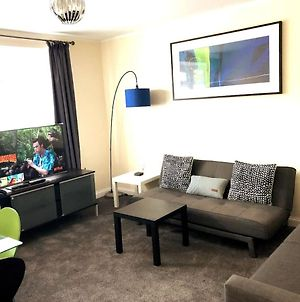 Contractors Book Now- Large 3 Bedroom Flat With 4 Double Beds photos Exterior