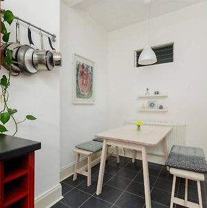 Charming Bright Apartment By Newhaven Harbour photos Exterior