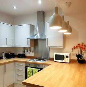 Goswick House - Entire 4Bed House Serviced Accommodation Newcastle Free Wifi & Free Parking Spaces photos Exterior