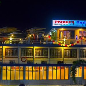 Pioneer Oasis Floating Hotel photos Exterior