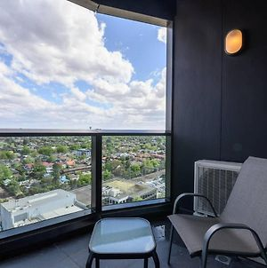 Box Hill 1 Bedroom Apartment With Ultimate View photos Exterior