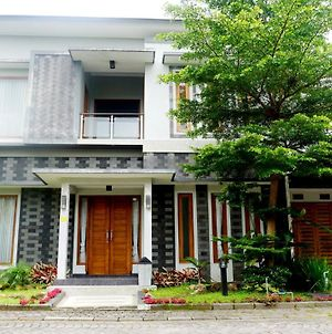 Mansion Living Homestay Jogja photos Exterior