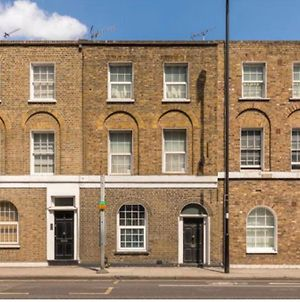 Newly Renovated Apartment - Highbury & Islington, Old Street, Angel - Large Bedrooms, King & Double - Great Transport Links! photos Exterior