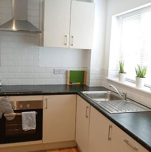 Private Use Of 2 Bedroom House In Quiet Area With Garden Close To Milton Keynes Train Station photos Exterior