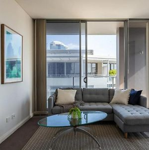 Modern Harbourside Apartment With A View photos Exterior