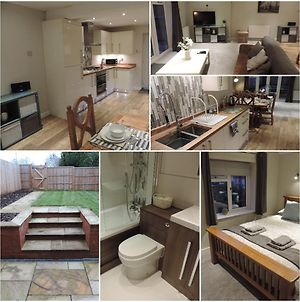 4 Bed Farnborough Air Accommodation photos Exterior