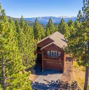 Spacious Tahoe Donner Basecamp With Private Hot Tub Home photos Exterior